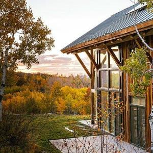 net-zero-cabin-green-roof-0914-l